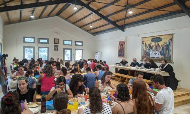 Φοιτητές και στελέχη της Ιεράς Αρχιεπισκοπής Αθηνώνστις κατασκηνώσεις της Κασσιώπης – Κέρκυρας 1